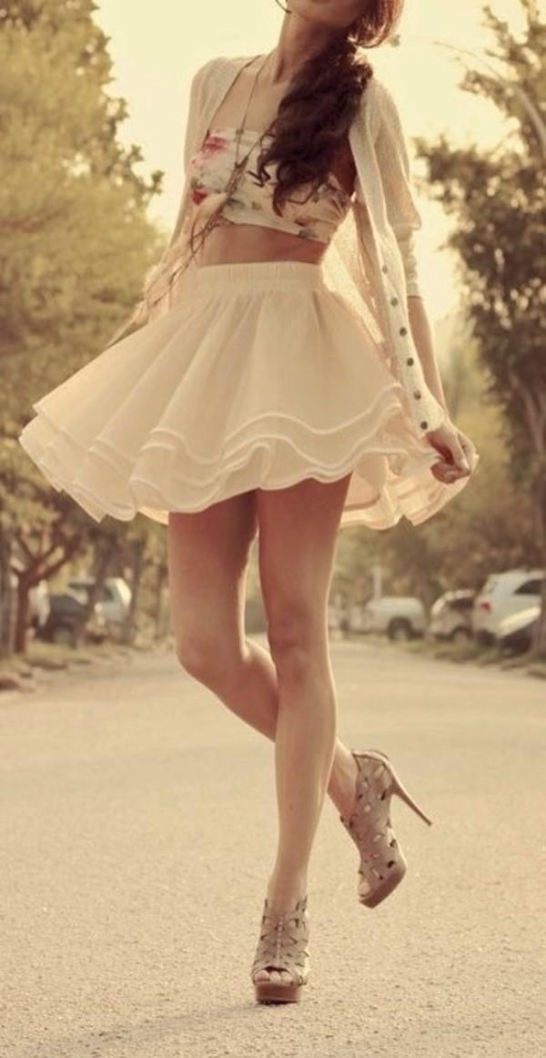 zwiewne falbany spódnica krótka
