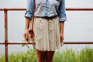 spódnica letnia zwiewna i koszula jeansowa