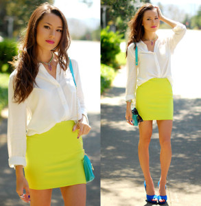 stylizacja ze spódnicą w limonkowym kolorze