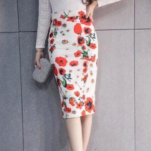 elegancka spódnica z printami kwiatowymi wiosennymi