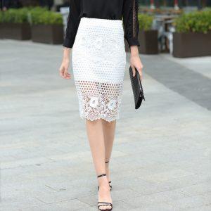 Świąteczny zestaw ubraniowy - biała spódnica ołówkowa szydełkowa i czarna koszula