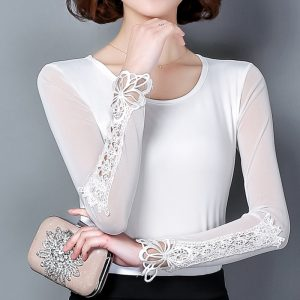 bluzeczka biala z ozdobnymi rekawami